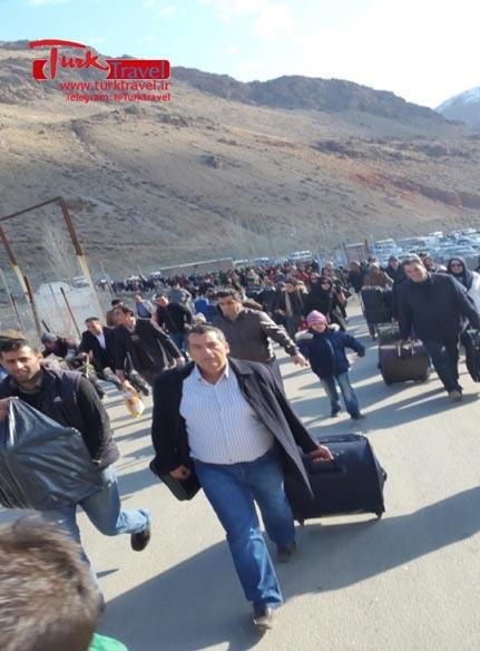 پرداخت عوارض خروج در مرز رازی - سفرنامه نوروزی وان از خانم مهرنوش