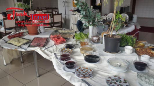 رستوران ایرانی در وان ترکیه - سفرنامه نوروزی وان از خانم مهرنوش