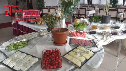 صبحانه معروف وان ترکیه - سفرنامه نوروزی وان از خانم مهرنوش