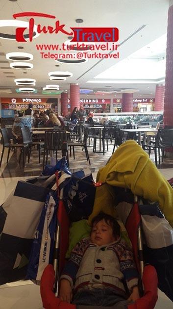 کالسکه کودک در مرکز خرید وان