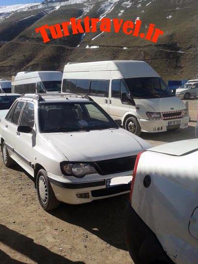 صف ماشینها در مرز رازی - سفرنامه تبریز به وان - آقا پارسا