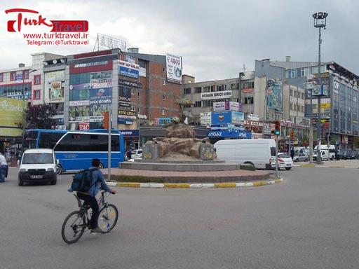 میدان بش یول وان - سفرنامه مصور آقای عارف به وان