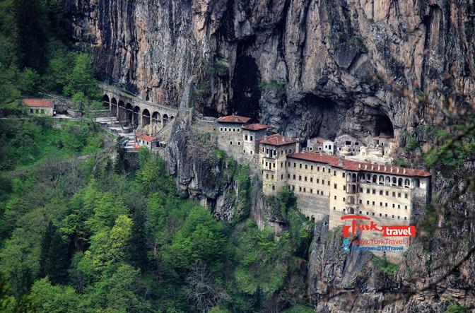 پانزده دلیل قانع کننده برای سفر ترابزون - قلعه سوملا ترابزون