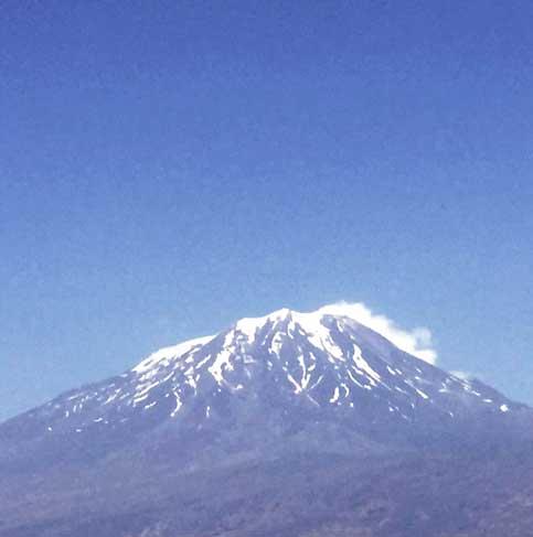 نمایی از قله آرارات (مسیر مرز بازرگان به دوبایزید)