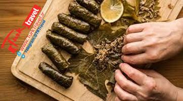 طرز تهیه دلمه در ترکیه - یاپراک سارماسی (دلمه برگ مو)