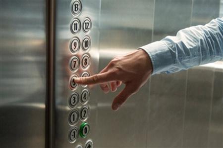 آلودگی دکمه های آسانسور به ویروس کرونا - آلوده ترین نقاط در طول سفر