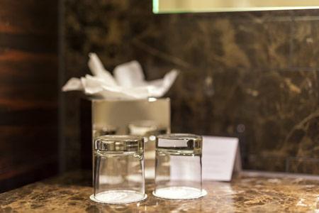 آلودگی لیوان های شیشه ای در هتل ها